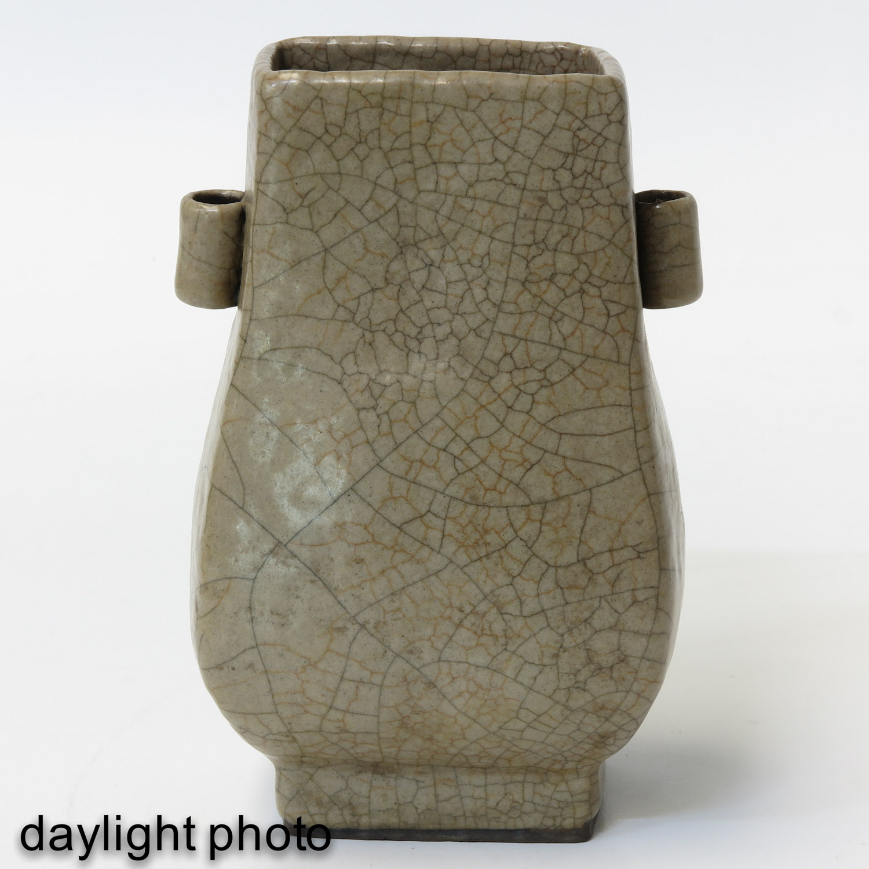 A Crackle Decor Hu Vase - Image 7 of 9