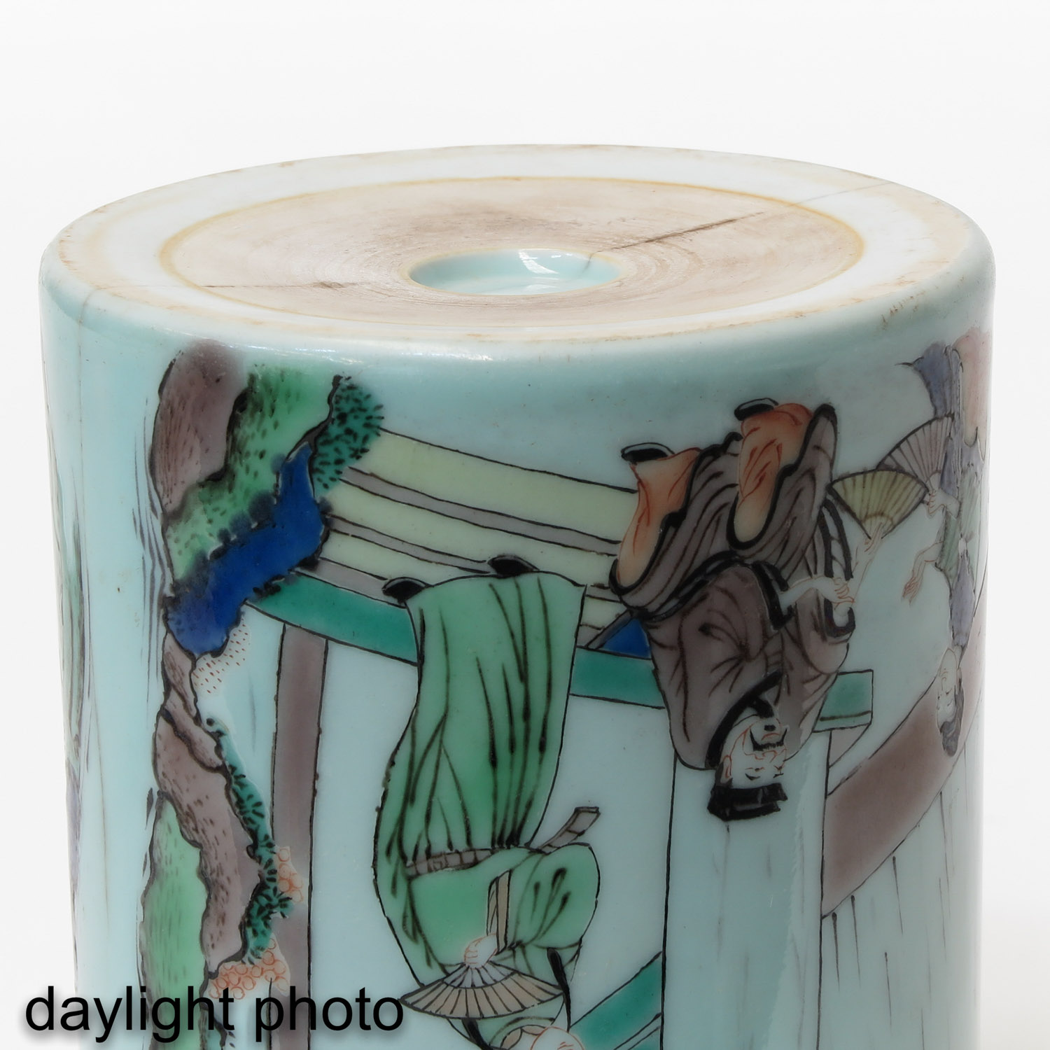A Famille Verte Brush Pot - Image 8 of 9