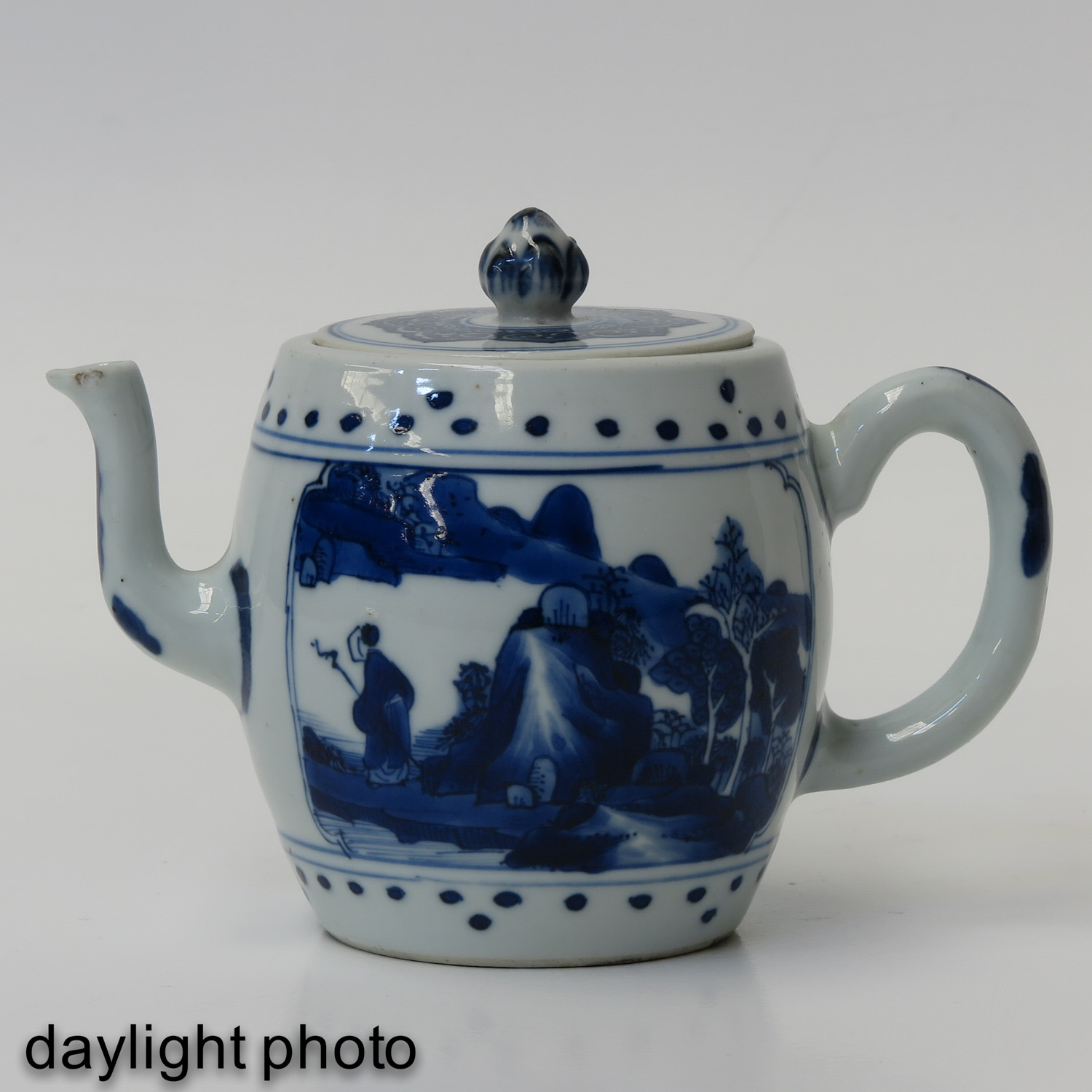 A Blue and White Teapot - Image 7 of 10