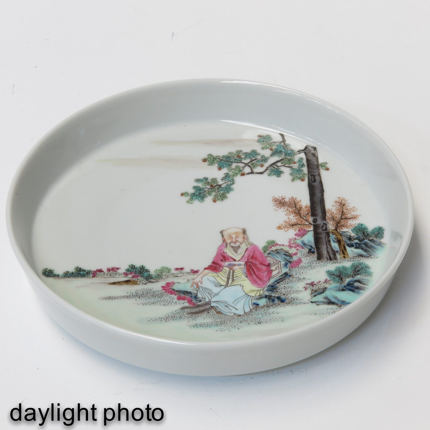 A Famille Rose Dish - Image 3 of 6