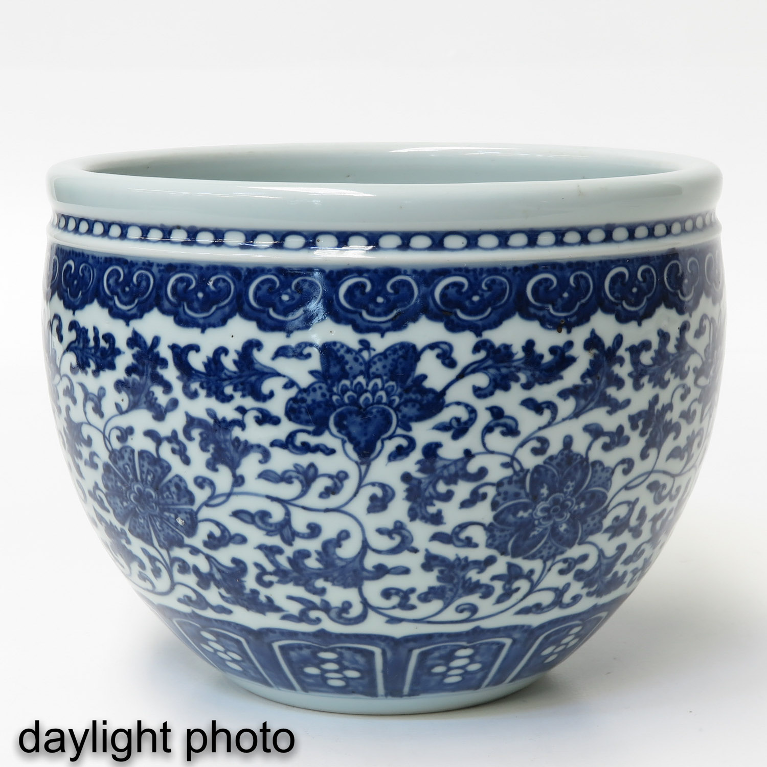 A Blue and White Pot - Image 7 of 9