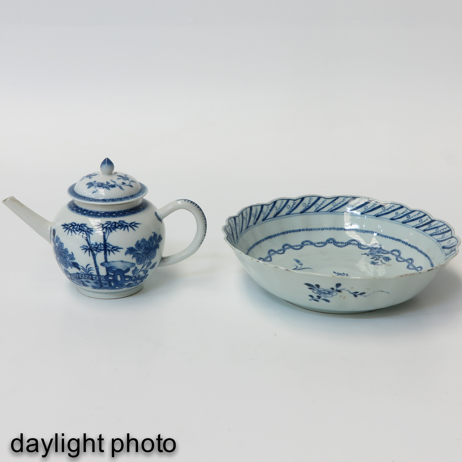 A Blue and White Bowl and Teapot - Image 7 of 10