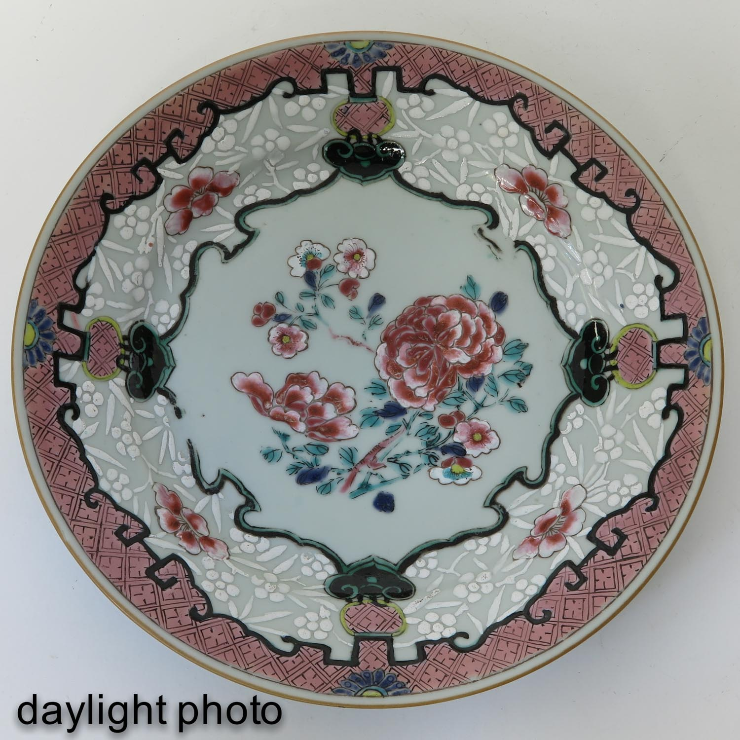 A Series of 4 Famille Rose Plates - Image 7 of 9