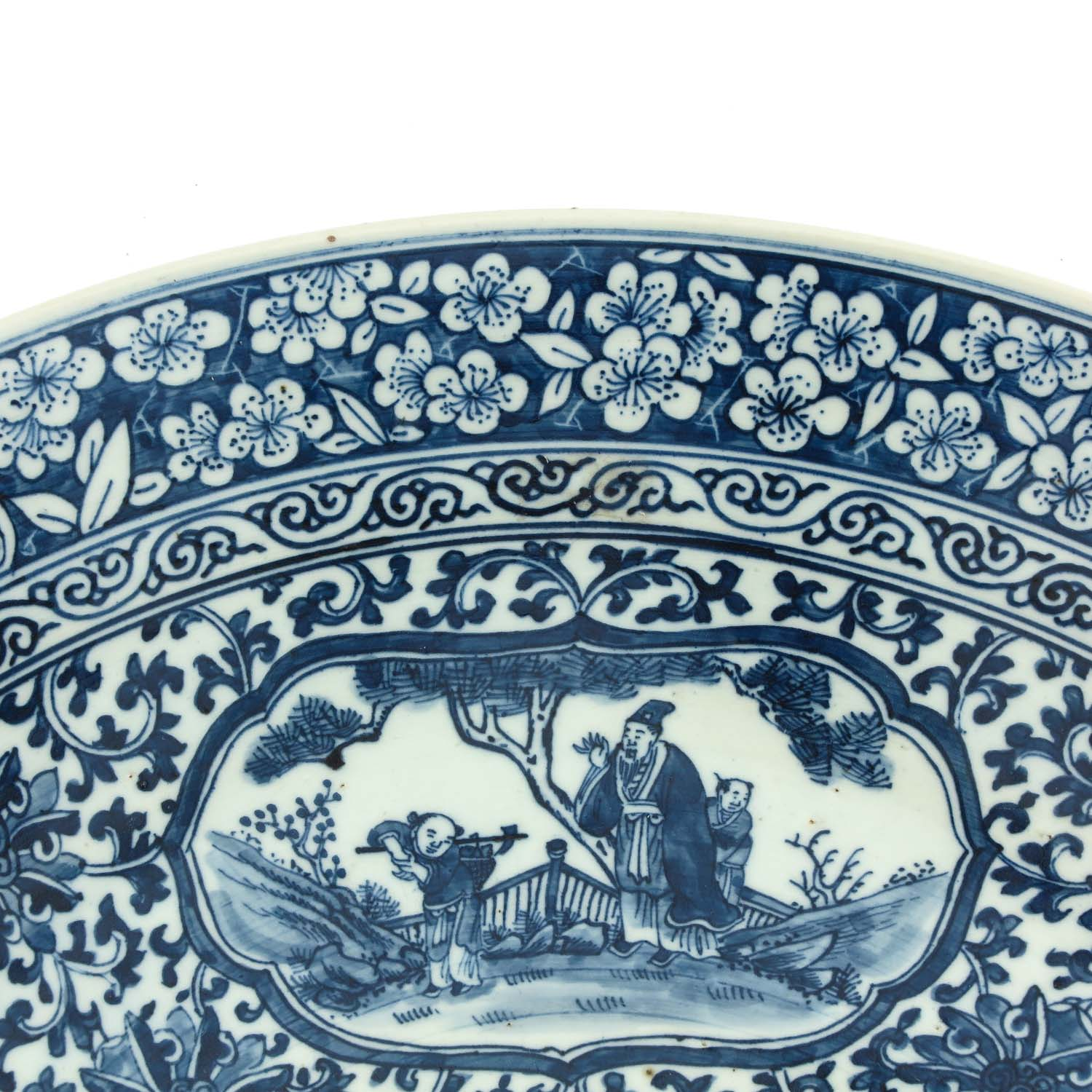 A Large Blue and White Charger - Image 3 of 7