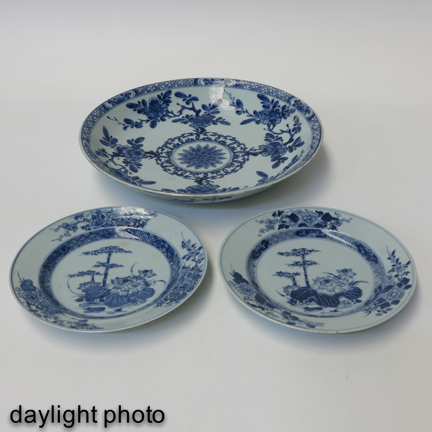 A Charger and 2 Plates - Image 9 of 10