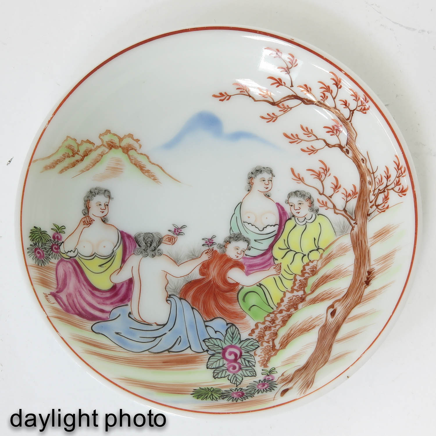 A Pair of Chine de Commande Small Plates - Image 7 of 9