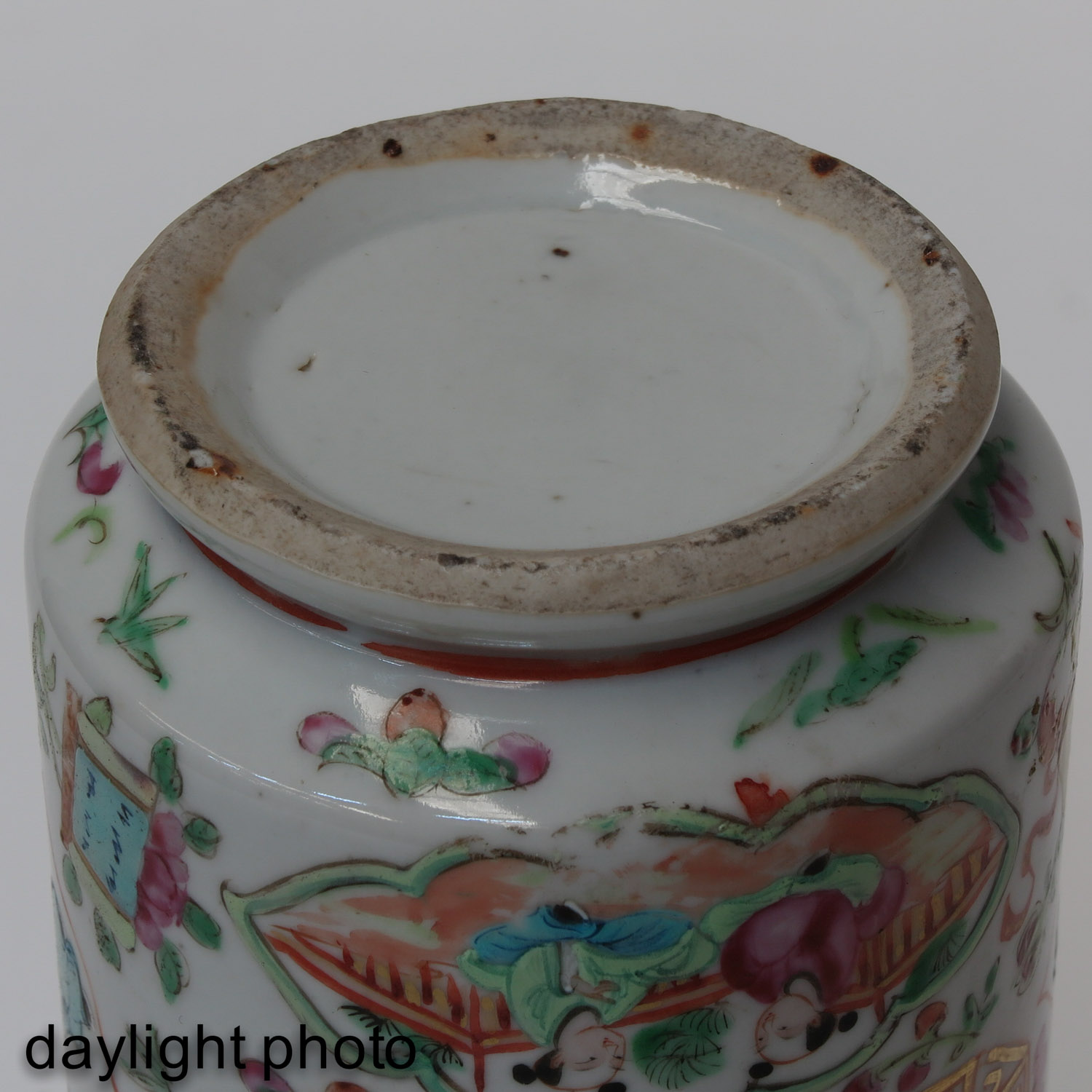 A Pair of Cantonese Vases - Image 8 of 9
