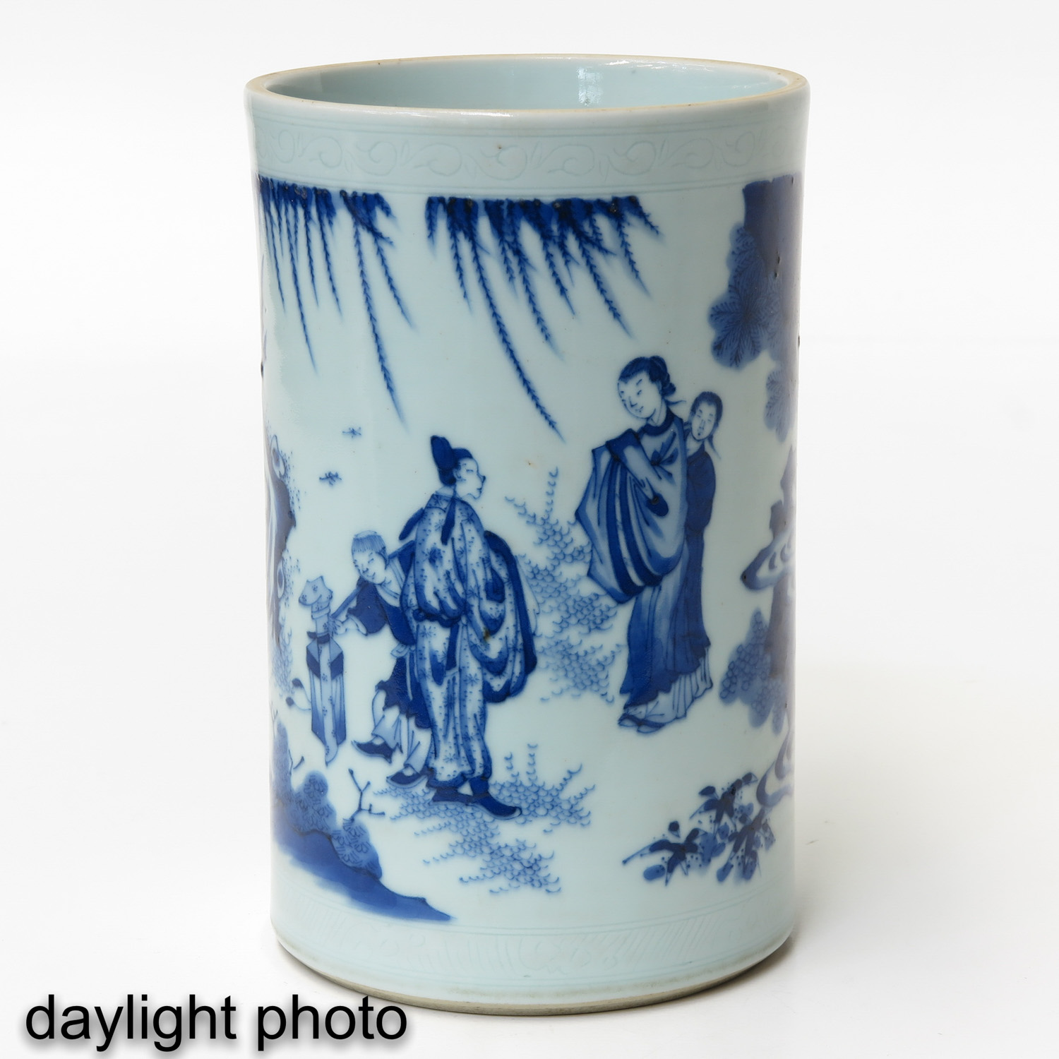 A Blue and White Brush Pot - Image 7 of 9