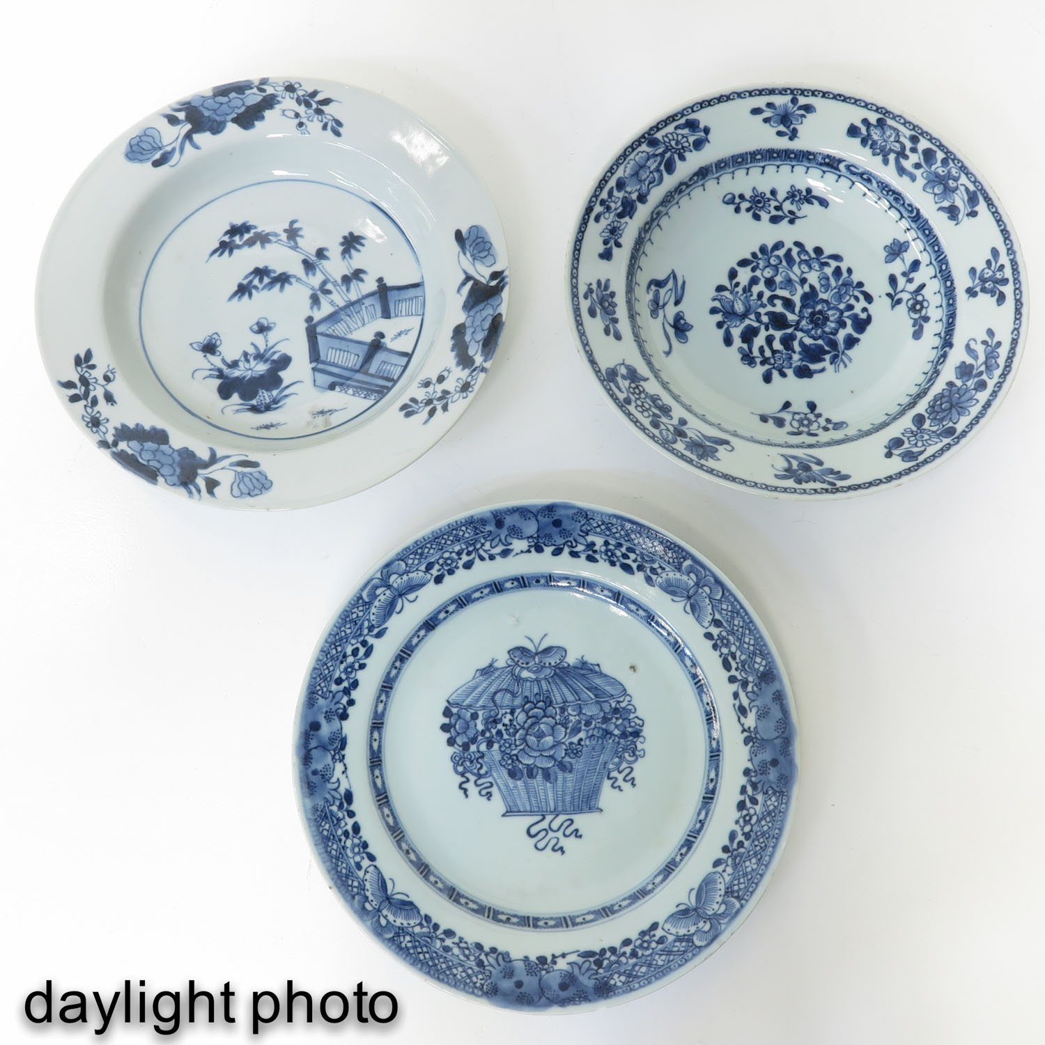 A Collection of 6 Blue and White Plates - Image 9 of 10