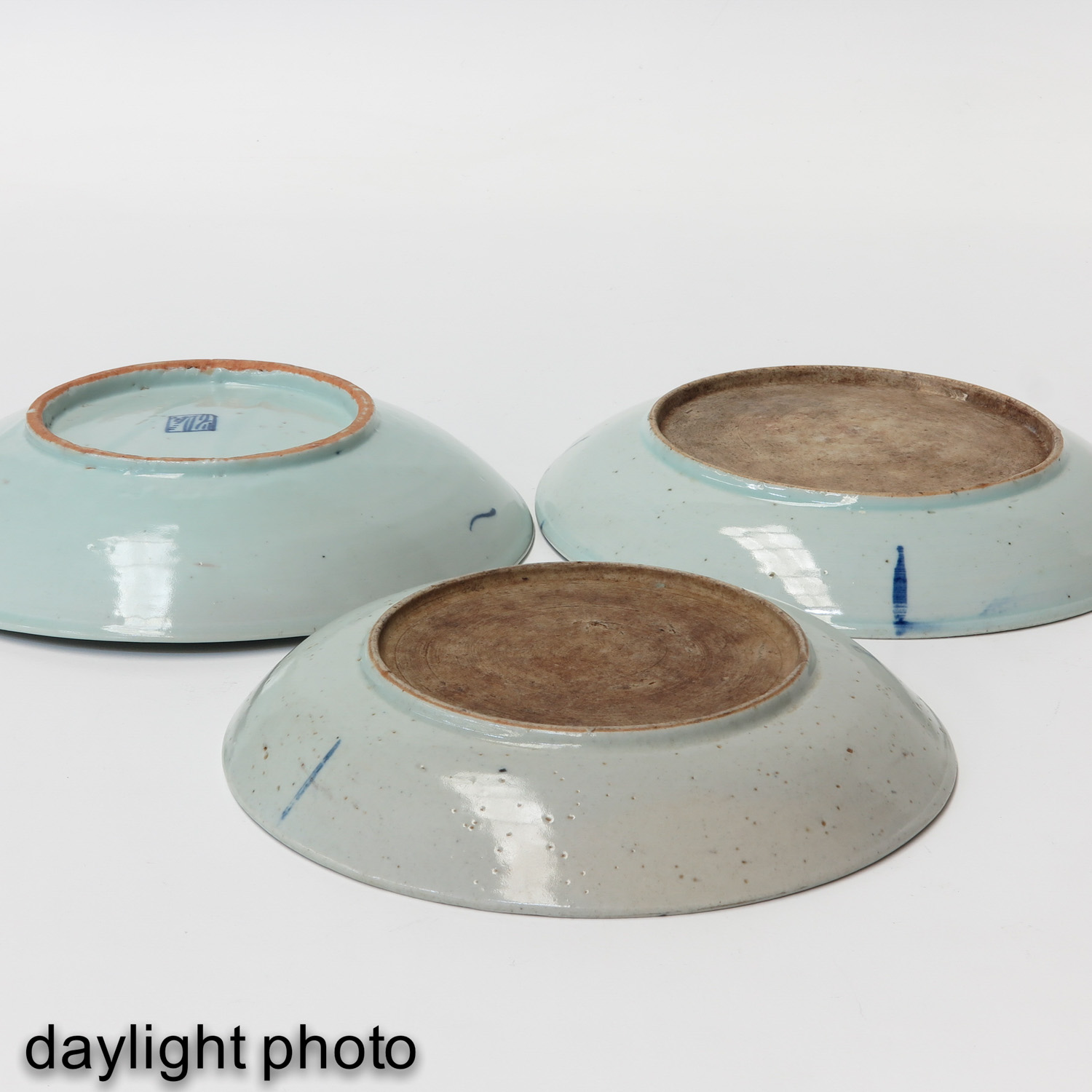 A Collection of 3 Stoneware Plates - Image 10 of 10