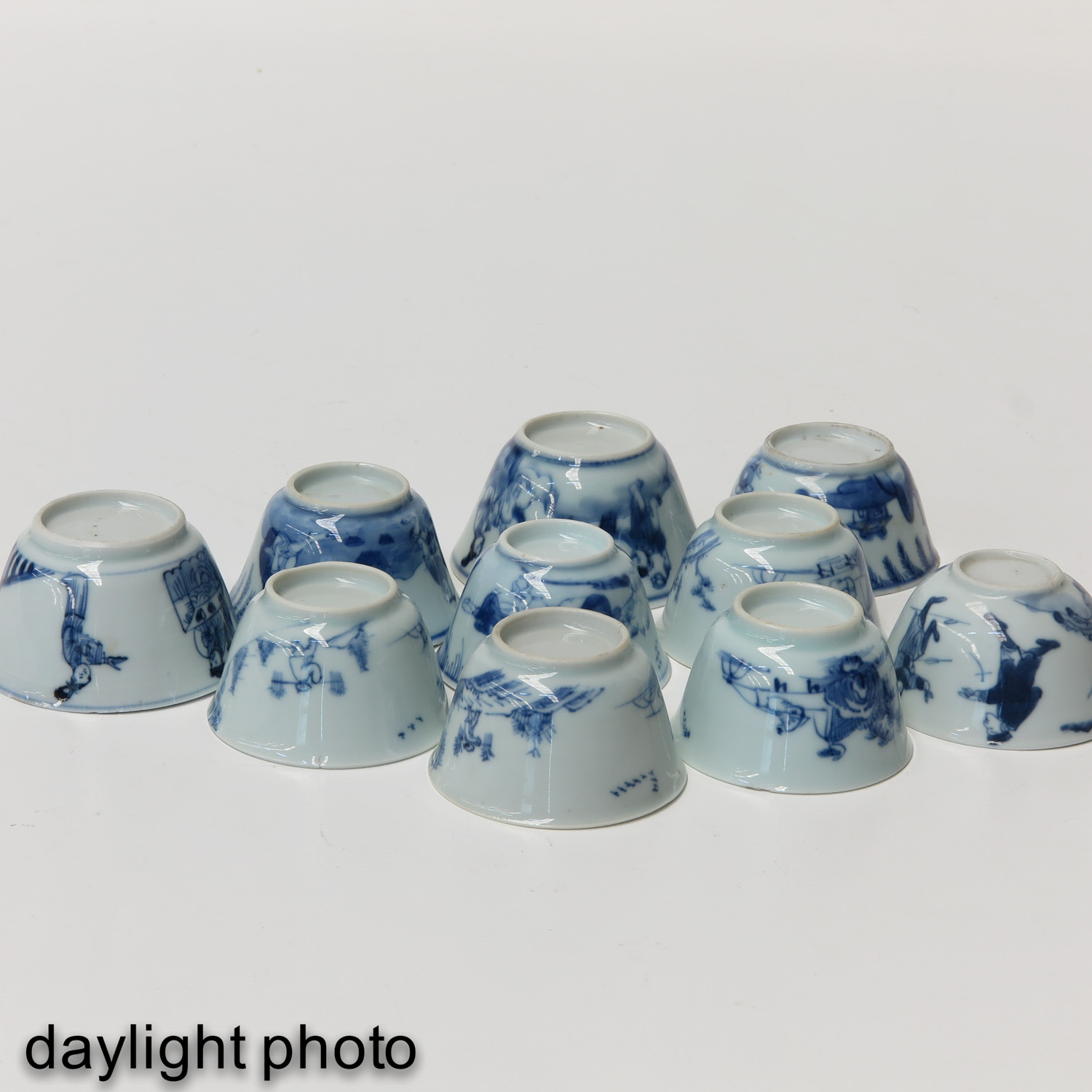 A Collection of 10 Blue and White Cups - Image 8 of 10