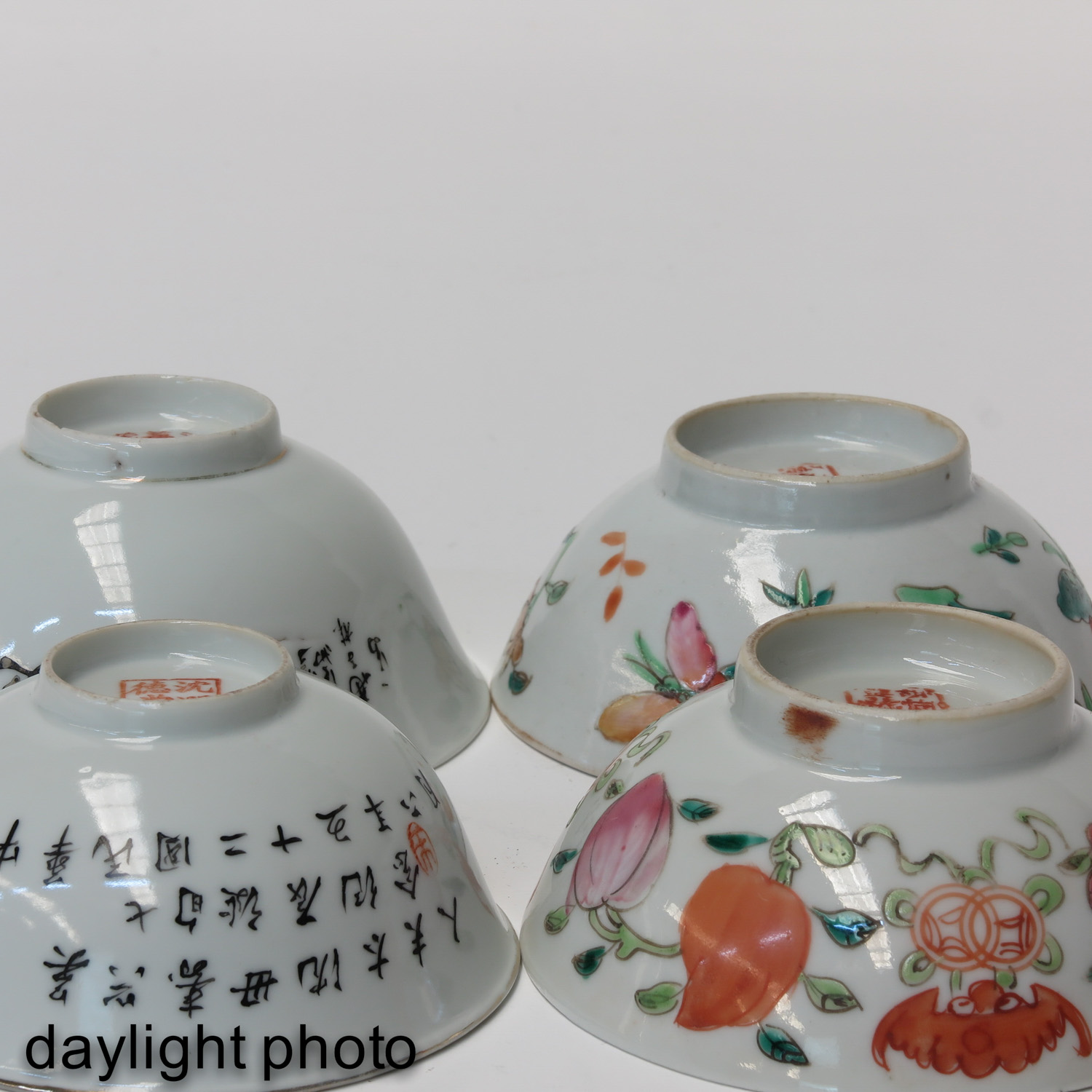 A Collection of 4 Polychrome Bowls - Image 8 of 10