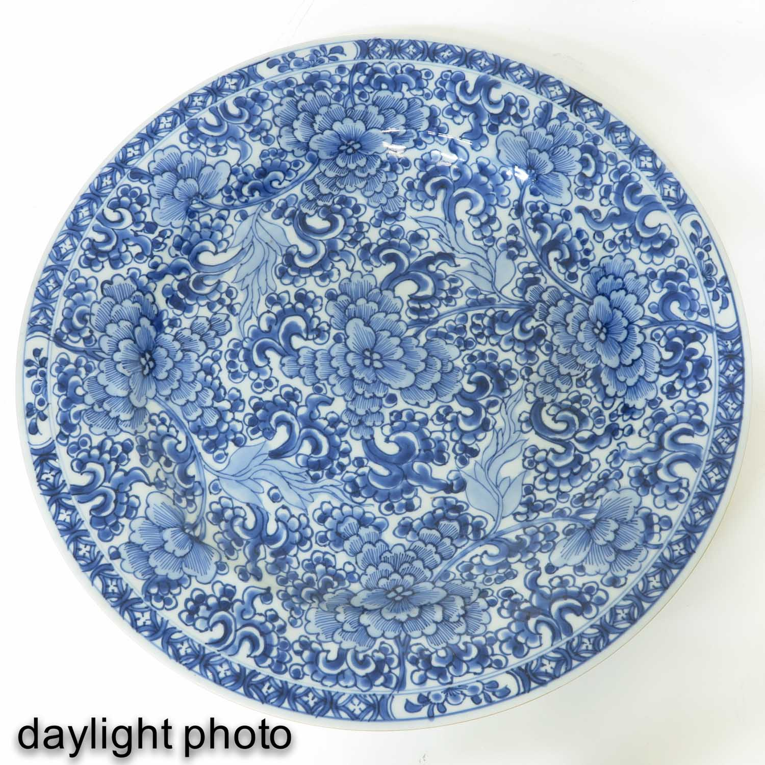 A Blue and White Charger - Image 3 of 5