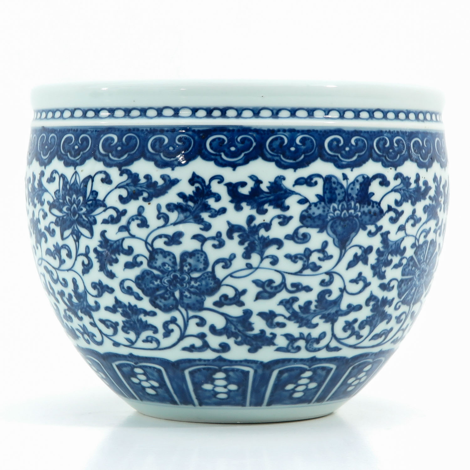 A Blue and White Pot - Image 2 of 9