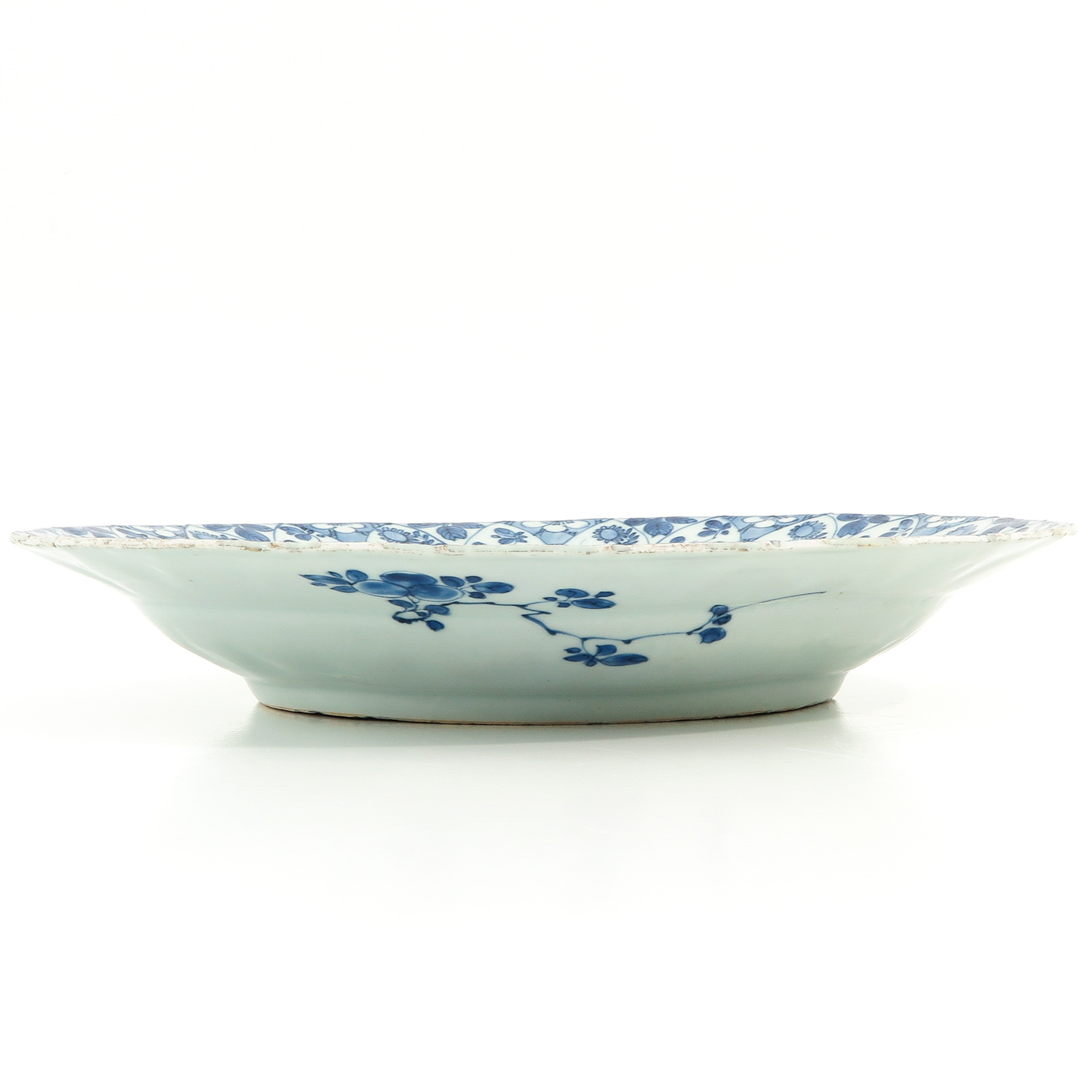 A Blue and White Charger - Image 4 of 8