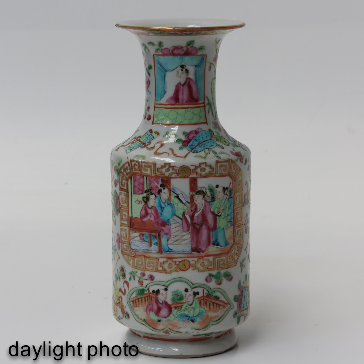 A Pair of Cantonese Vases - Image 7 of 9
