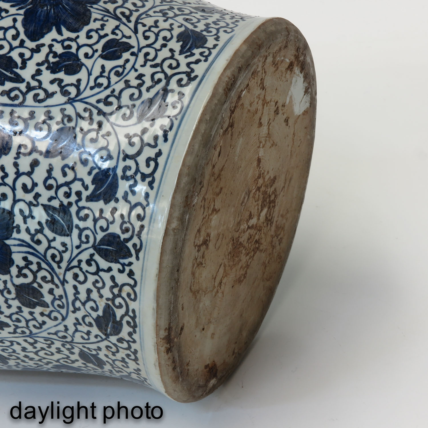 A Large Blue and White Jar - Image 8 of 9