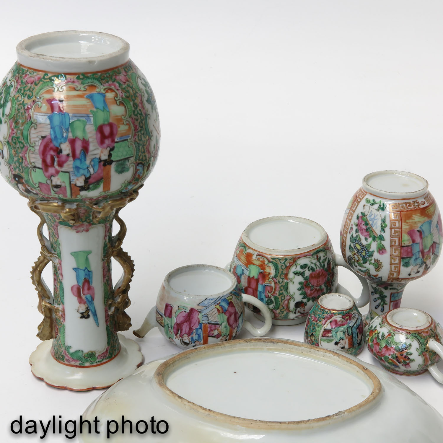 A Collection of Cantonese Porcelain - Image 8 of 10
