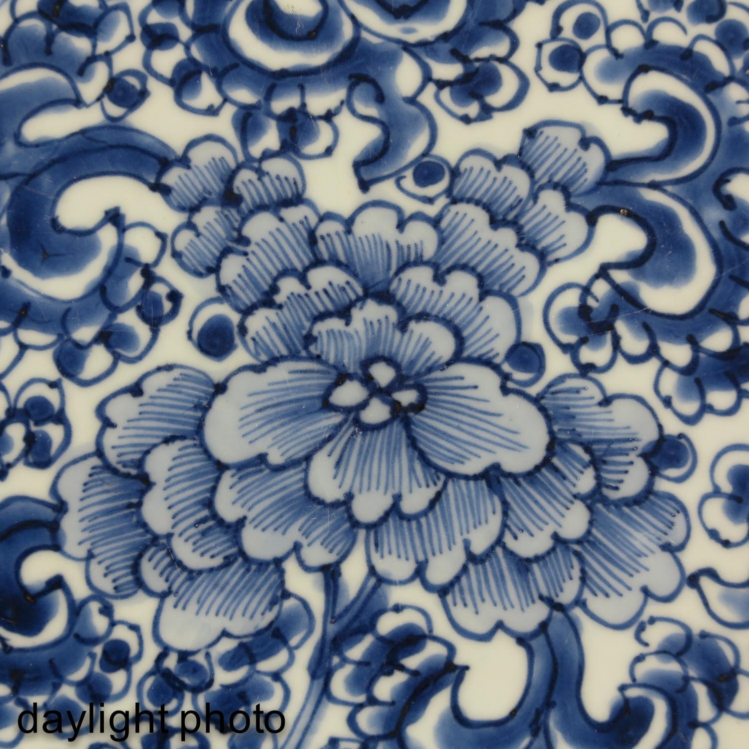 A Blue and White Charger - Image 5 of 5