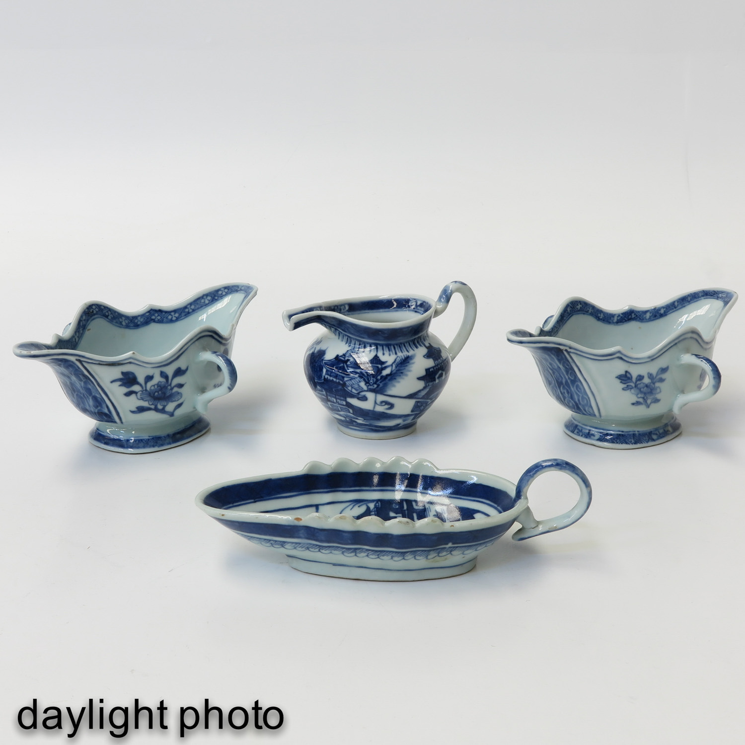 A Collection of Porcelain - Image 7 of 10