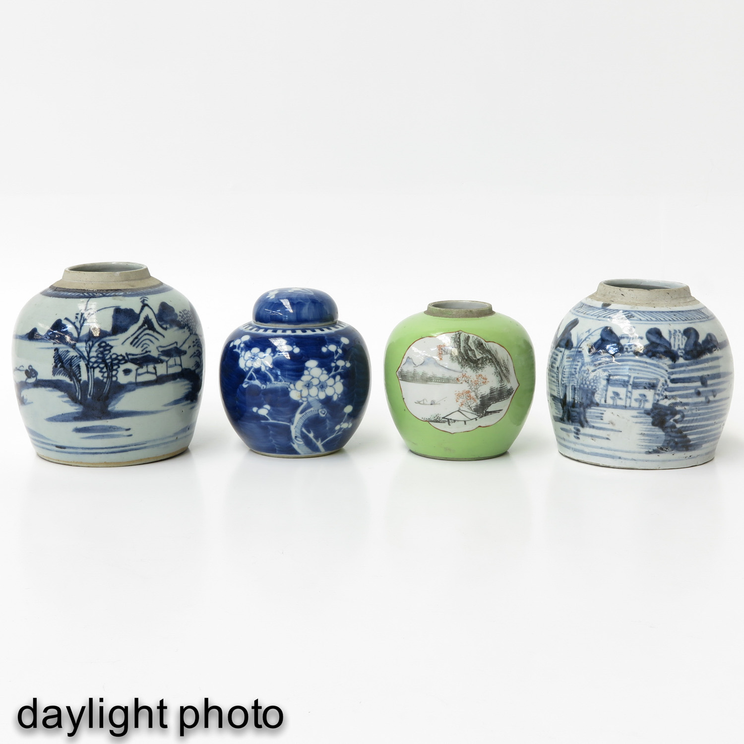A Collection of 4 Ginger Jars - Image 7 of 9