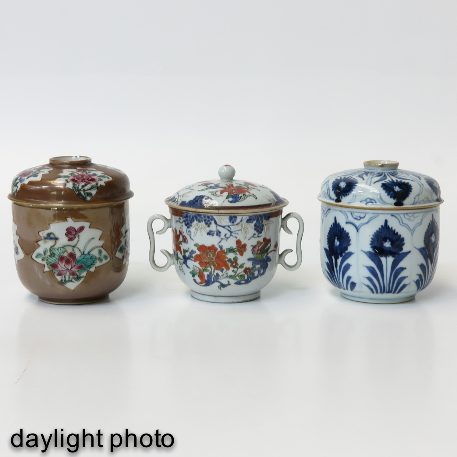 A Collection of 3 Covered Jars - Image 7 of 9