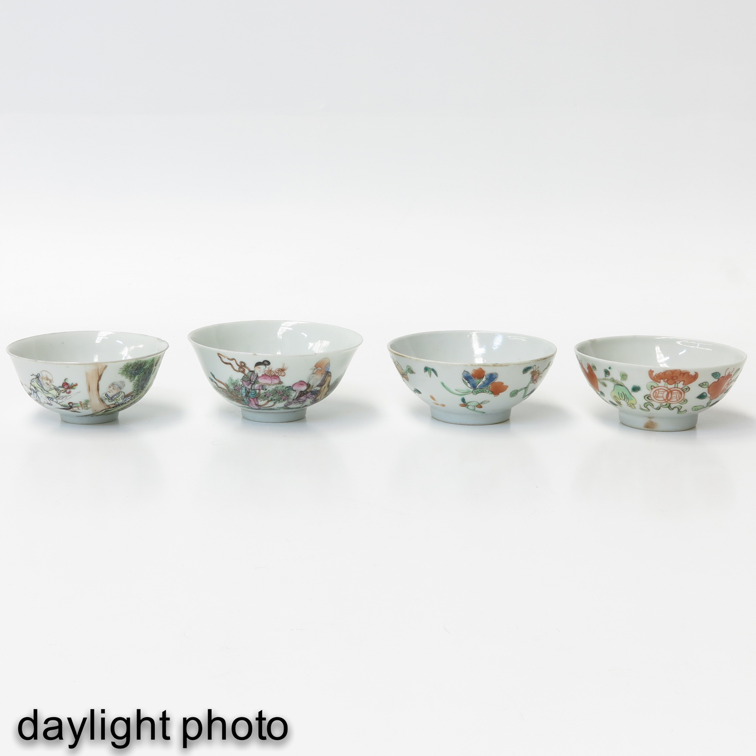 A Collection of 4 Polychrome Bowls - Image 7 of 10