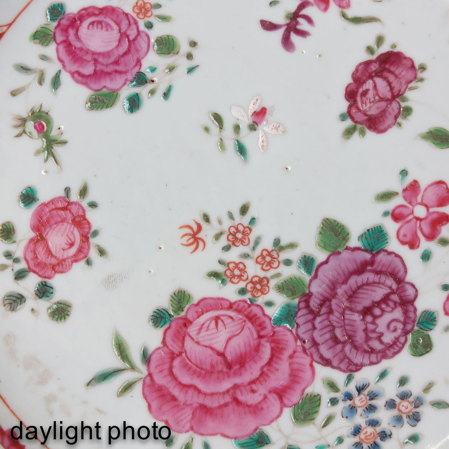 A Series of 5 Famille Rose Plates - Image 9 of 9