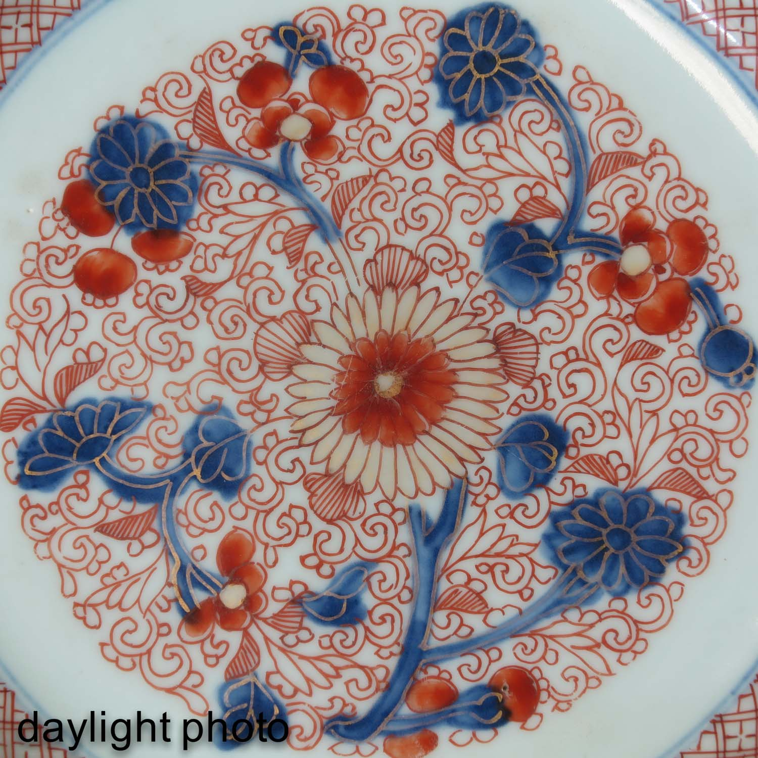 An Imari Plate and Gravy Boat - Image 9 of 10