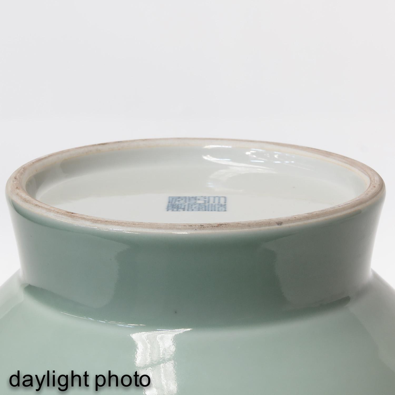 A Celdaon Vase - Image 8 of 10