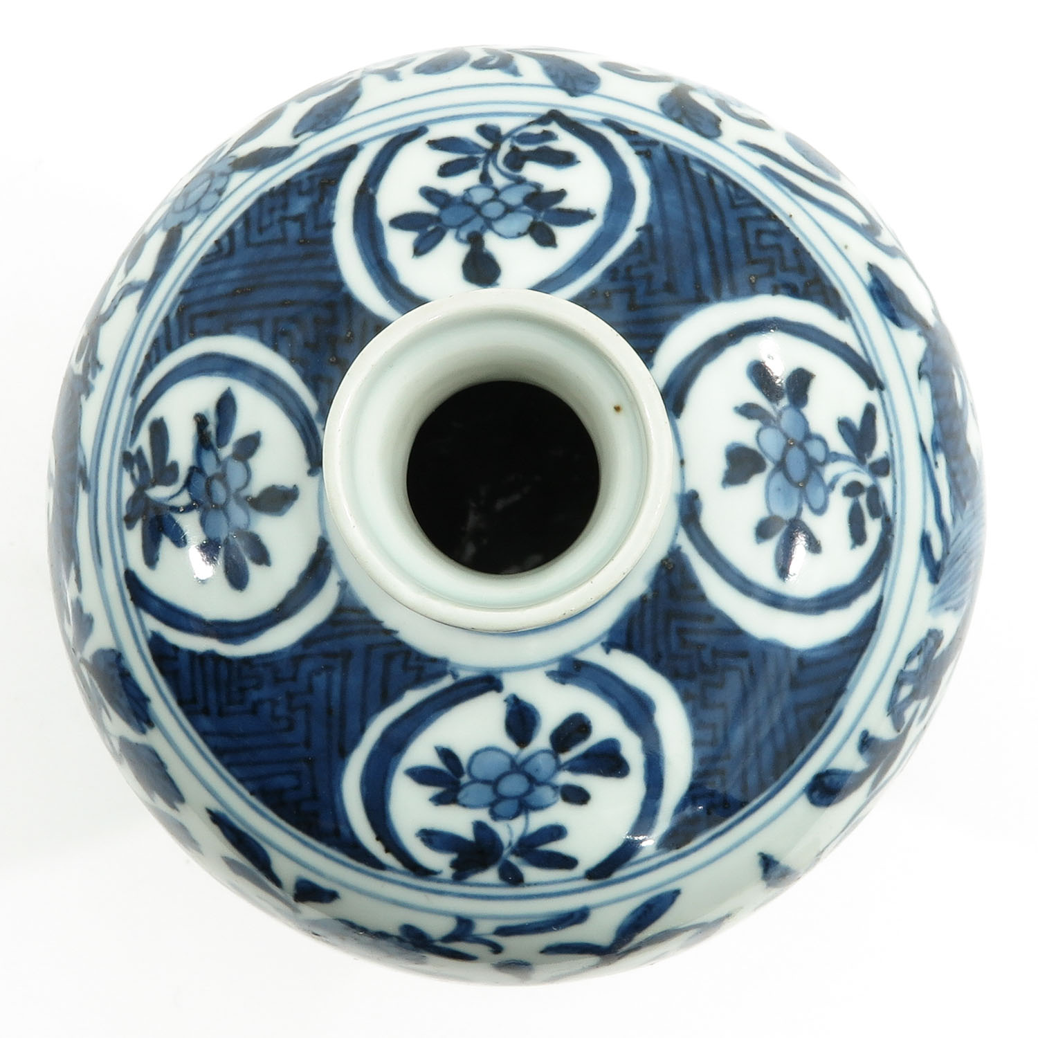 A Blue and White Meiping Vase - Image 5 of 10