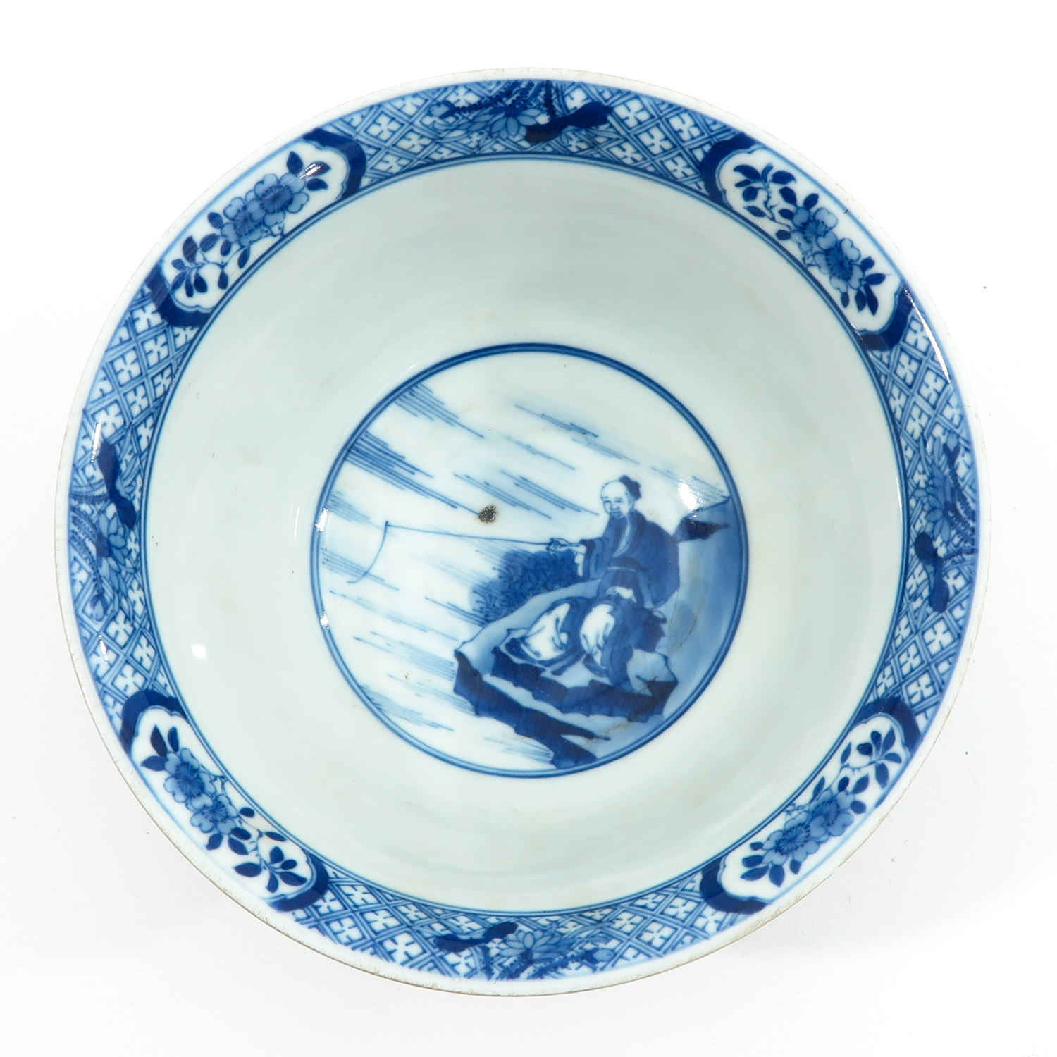 A Blue and White Flared Rim Dish - Image 5 of 10