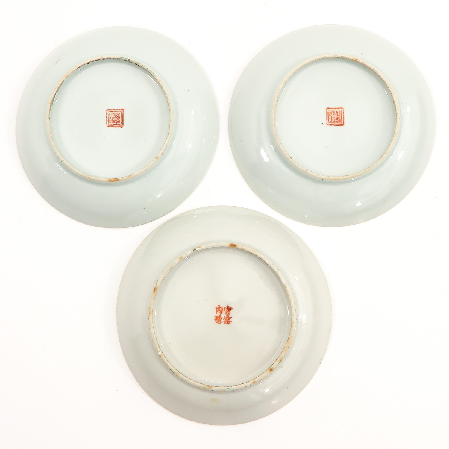 A Series of 3 Famille Rose Plates - Image 2 of 10