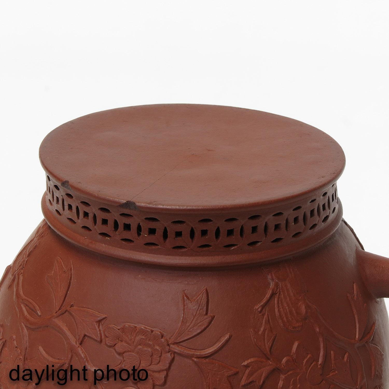 A Yixing Teapot - Image 8 of 10