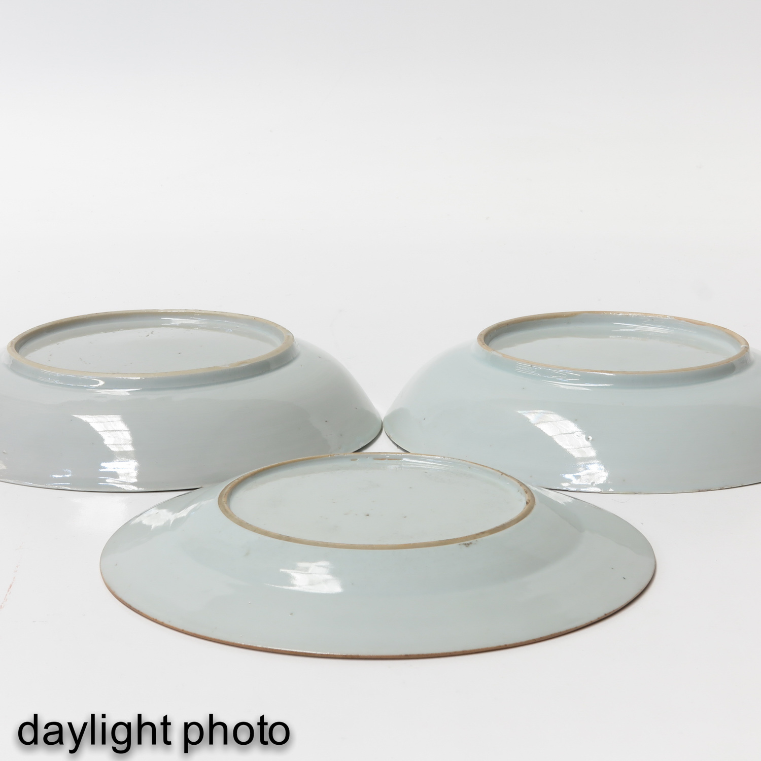 A Collection of 3 Famille Rose Plates - Image 10 of 10