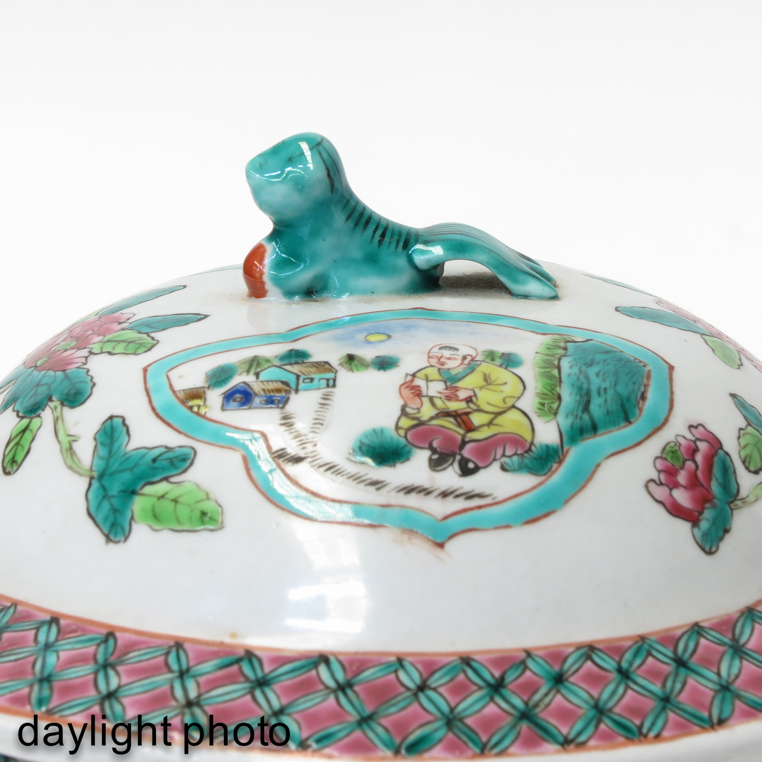 A Famille Rose Pot with Cover - Image 10 of 10
