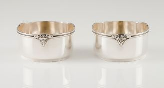 A pair of finger bowlsPortuguese silver Plain body of engraved lip frieze with applied floral de