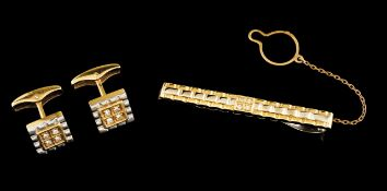 A tie clip and a pair of cufflinks