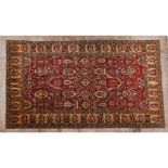 Zigler rug, PakistanIn Wool and cotton Floral and geometric design in beige and burgundy 490x322 cm