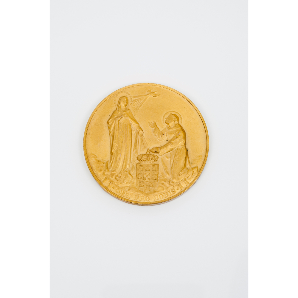 A commemorative medalGilt bronze Allusive to the first International Catholic Congress in Lisbon The