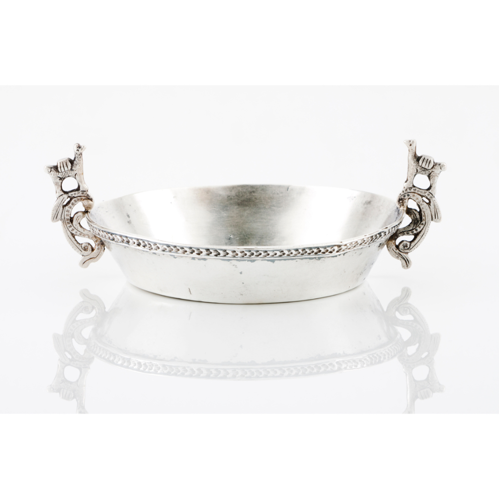 A bowlSouth-American silver (Peru), 19th / 20th century Scalloped and pierced handles with llama