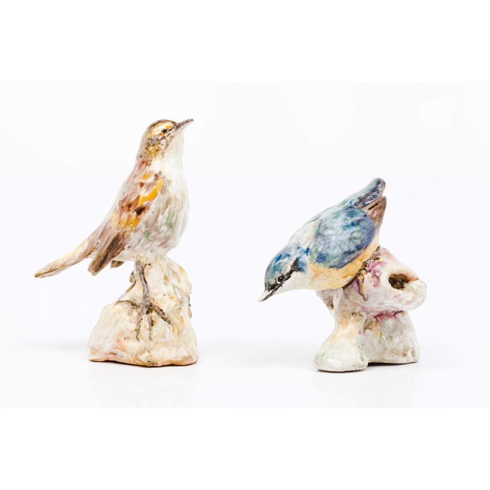 "A pair of birdsGlazed ceramic sculptures Polychrome decoration Signed ""DINIZ PORTUGAL""Height: 13,5cm"