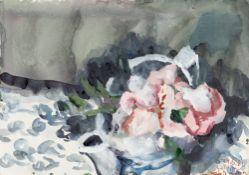 Klaus Fußmann. Stillleben mit Blumen und Teekanne auf gemusterter Tischdecke. 1985