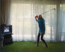 """Larry Sultan. Practicing Golf Swing, aus der Serie """"Pictures from Home"""", 1983–1992. 1986"""