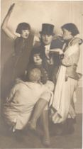 August Sander. Mamukuba im Zoo [v.l.n.r.] Agnes Arntz, Jankel Adler, Frau Grobel, Marta Hegem…. 1926
