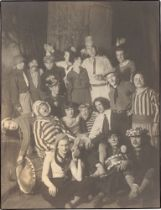 August Sander. Lumpenball der Kölner Progressiven in ,Em dekke Tommes'. 1928