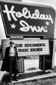 Dieter Schwerdtle. Joseph Beuys – Aktion 7000 Eichen für die documenta 7 in Kassel. 1982