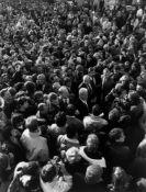 "Barbara Klemm. ""Willy Brandt an der Mauer, Berlin 10. Nov.[ember] 1989""."