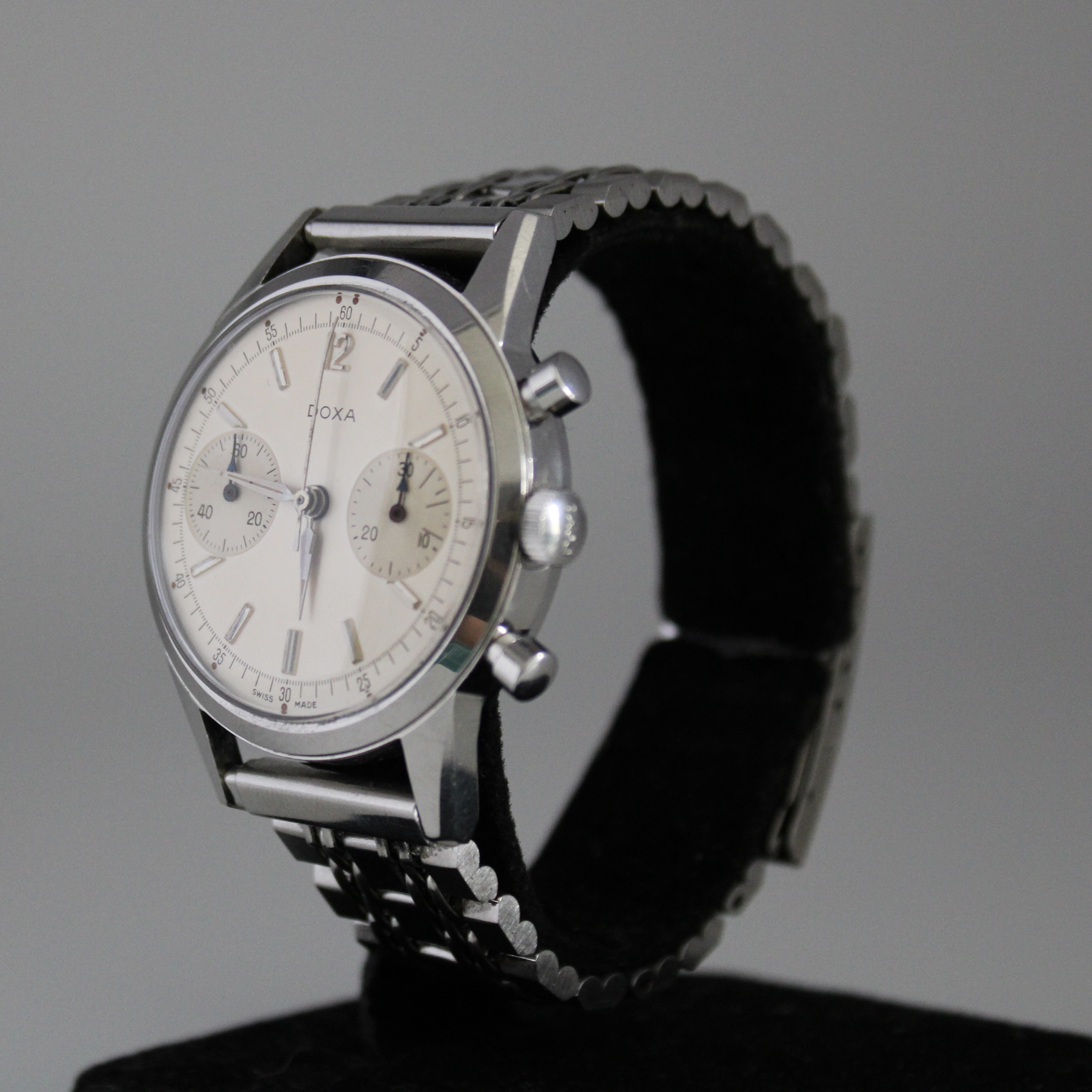 Doxa Vintage Twin Chronograph ref 7105A - Image 2 of 5