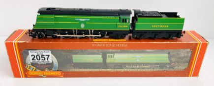 Hornby OO Gauge Spitfire Locomotive Boxed P&P Group 1 (£14+VAT for the first lot and £1+VAT for